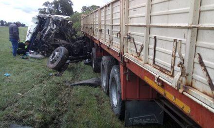 Camionero debió ser rescatado tras un grave accidente en Monje
