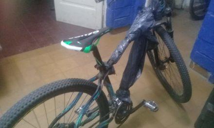 Se llevaban bicicleta robada en un colectivo de línea