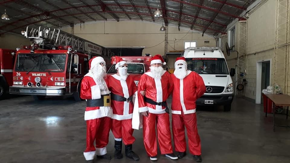 Papá Noel de Bomberos repartió golosinas