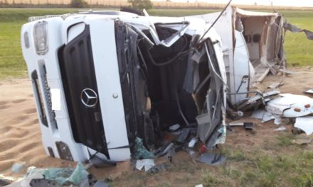 """Julio, conductor del camión siniestrado: """"me agarró de costado, me cerró en la cabina y me tuve que tirar abajo"""""""