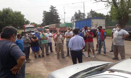 Camioneros de Las Rosas no viajarán al puerto durante la cuarentena