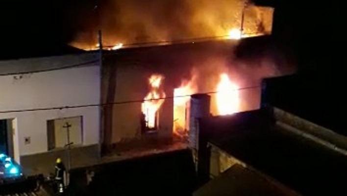 Dantesco incendio en Cañada de Gómez