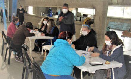 "335 familias de Las Parejas recibieron la tarjeta ""Alimentar"""