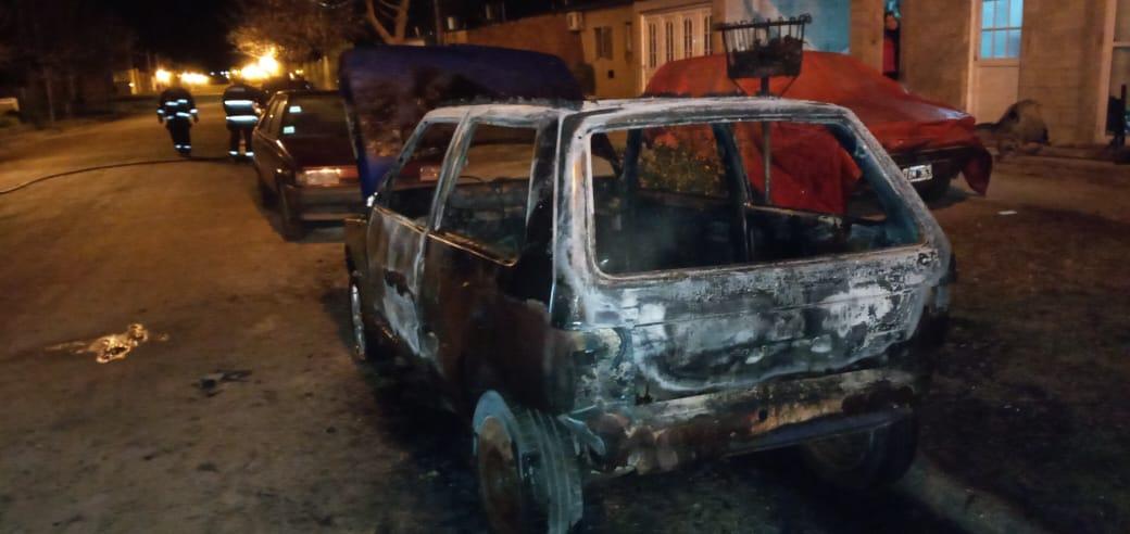 """Brignoni, sobre el incendio de vehículos: """"Alguien tuvo la intención de quemarlos"""""""