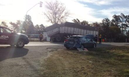 San Genaro: fuerte accidente entre un camión y un auto