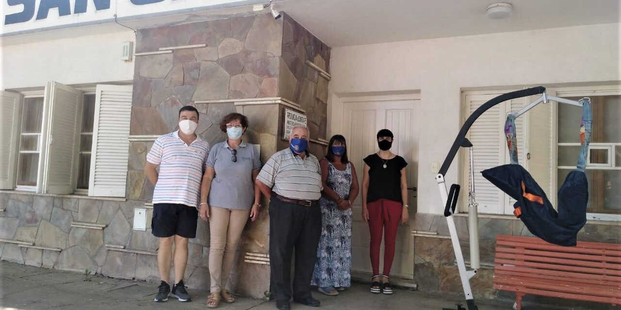 Rotary entregó una grúa para adultos mayores al Hogar San Cayetano