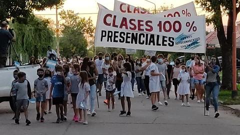 """Aplauso Solidario solicitando """"Clases Presenciales"""""""