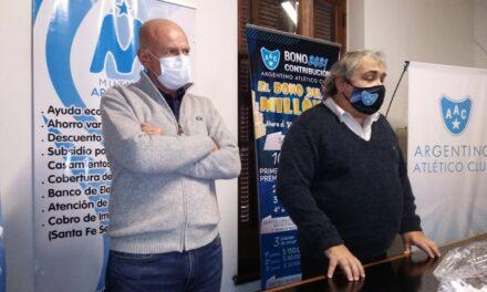 """Argentino premió al """"Socio de Fierro"""""""