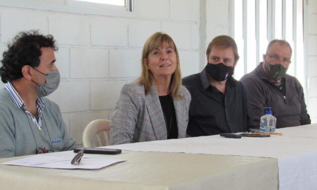 Cornaglia, junto a la vicegobernadora Rodenas, entregaron aportes a las Instituciones