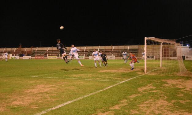 Tras nueve partidos sin derrotas, perdió Sportivo de local