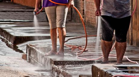Se reducen los días de lavado de vereda