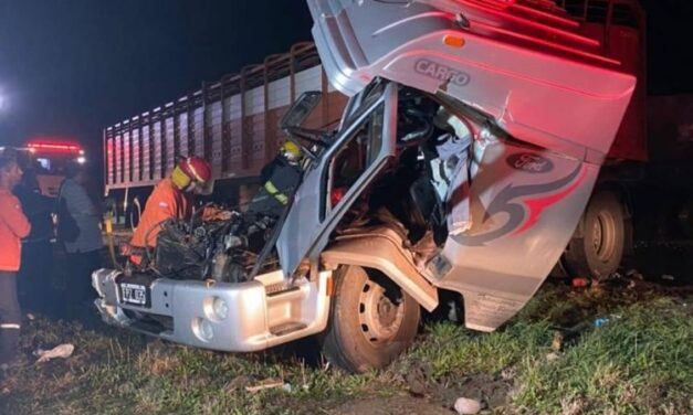 Colisión por alcance entre dos camiones